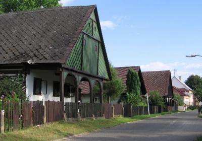 Roubená stavení v Lázních Bělohradě